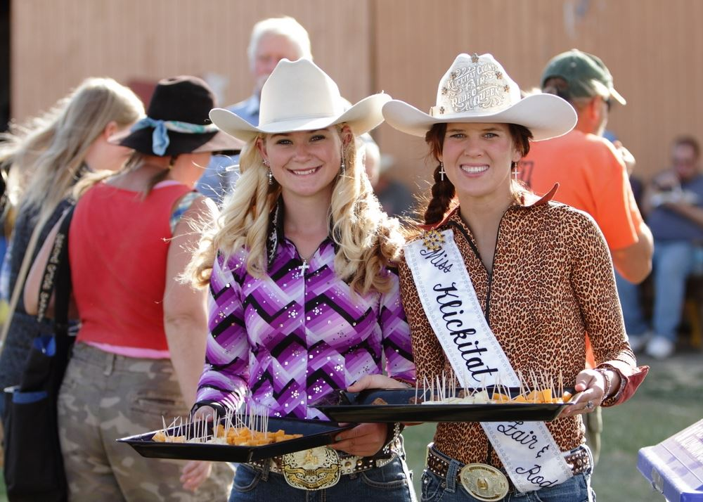 Rodeo queens serve appetizers to members of the community.