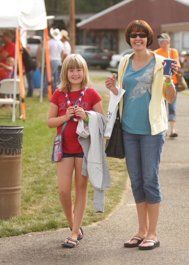 A woman and little girl stop to smile at the 2014 Klickitat County Fair.